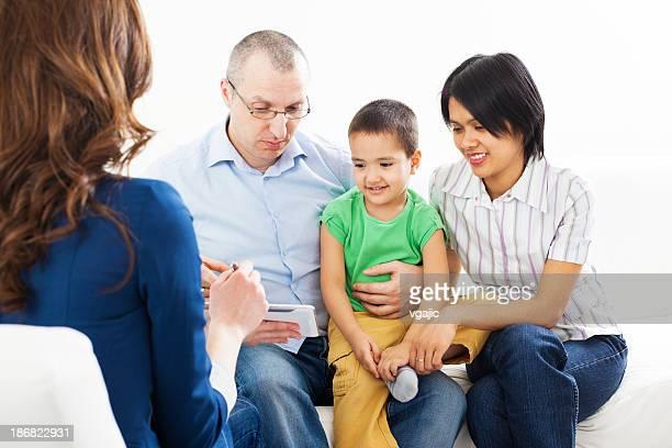 異人種の家族のミーティング、ファイナンシャルアドバイザー