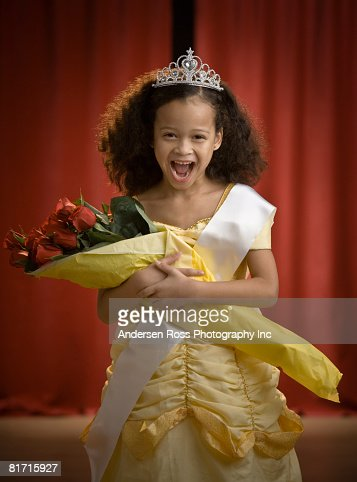 race and beauty in a media The race to be beautiful in fact, visible racial and ethnic minorities are rarely displayed in mainstream beauty-oriented media (spitzer, henderson, & zivian, 1999.