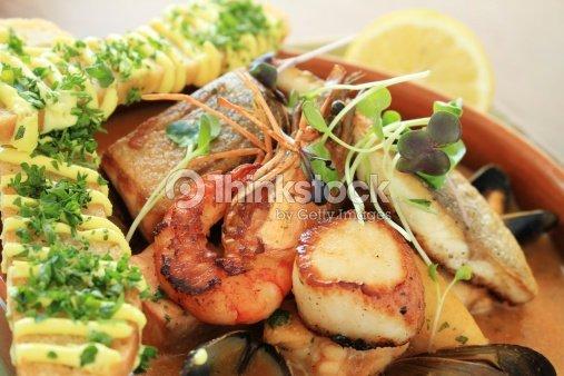 Mezcla de pescados y mariscos de plato de aperitivos foto - Aperitivos de mariscos ...