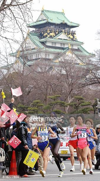 Mizuki Noguchi of Japan leads the pack during the 22nd Osaka Women's Marathon on January 26 2003 in Osaka Japan