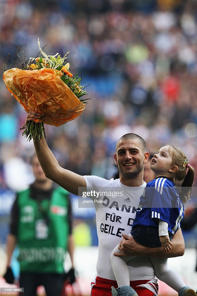 <a gi-track='captionPersonalityLinkClicked' href=/galleries/search?phrase=Mladen+Petric&family=editorial&specificpeople=699883 ng-click='$event.stopPropagation()'>Mladen Petric</a> of Hamburg reacts after a farewell after the Bundesliga match between Hamburger SV and FSV Mainz 05 at Imtech Arena on April 28, 2012 in Hamburg, Germany.