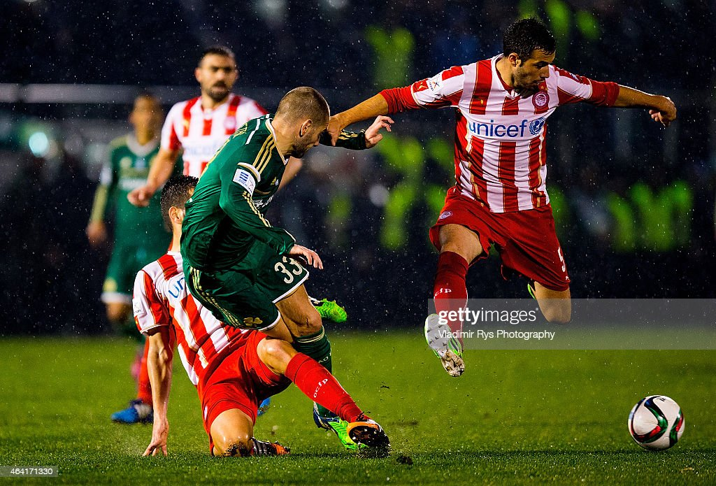 <a gi-track='captionPersonalityLinkClicked' href=/galleries/search?phrase=Mladen+Petric&family=editorial&specificpeople=699883 ng-click='$event.stopPropagation()'>Mladen Petric</a> of Panathinaikos is defended by <a gi-track='captionPersonalityLinkClicked' href=/galleries/search?phrase=Dimitris+Siovas&family=editorial&specificpeople=654245 ng-click='$event.stopPropagation()'>Dimitris Siovas</a> (L) and Luka Milivojevic of Olympiacos during the Superleague match between Panathinaikos FC and Olympiacos at Apostolos Nikolaidis Stadium on February 22, 2015 in Athens, Greece.
