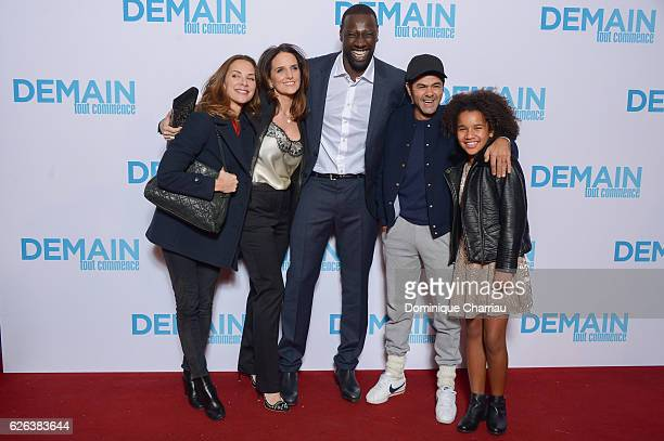 Mlissa Theuriau Helene Sy Omar Sy and Jamel Debbouze attend the 'Demain Tout Commence' Paris Premiere at Le Grand Rex on November 28 2016 in Paris...