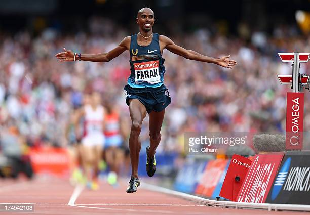 Mo Farah of Great Britain celebrates as he crosses the line in first place in the Men's 3000m during day two of the Sainsbury's Anniversary Games...