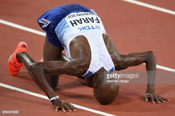 Mo Farah of Great Britain celebrates winning gold in the Men's 10000 metres final during day one of the 16th IAAF World Athletics Championships...