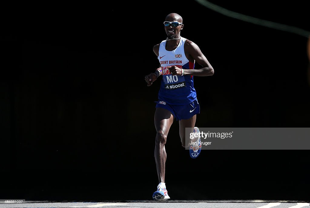 <a gi-track='captionPersonalityLinkClicked' href=/galleries/search?phrase=Mo+Farah&family=editorial&specificpeople=4819130 ng-click='$event.stopPropagation()'>Mo Farah</a> of Great Britain passes through Blackfriars tunnel during the Virgin London Marathon on April 13, 2014 in London, England.