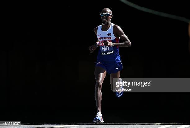 Mo Farah of Great Britain passes through Blackfriars tunnel during the Virgin London Marathon on April 13 2014 in London England