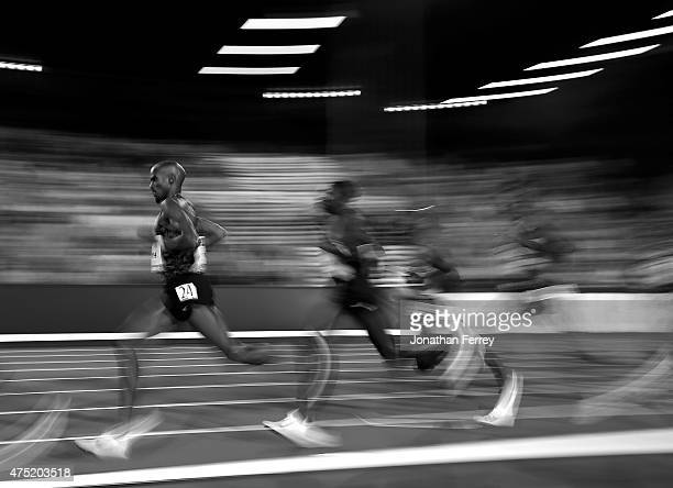 Mo Farah of Great Britain runs during the 10000m during Day 1 of the IAAF Diamond League Prefontaine Classic at Hayward Field on May 29 2015 in...