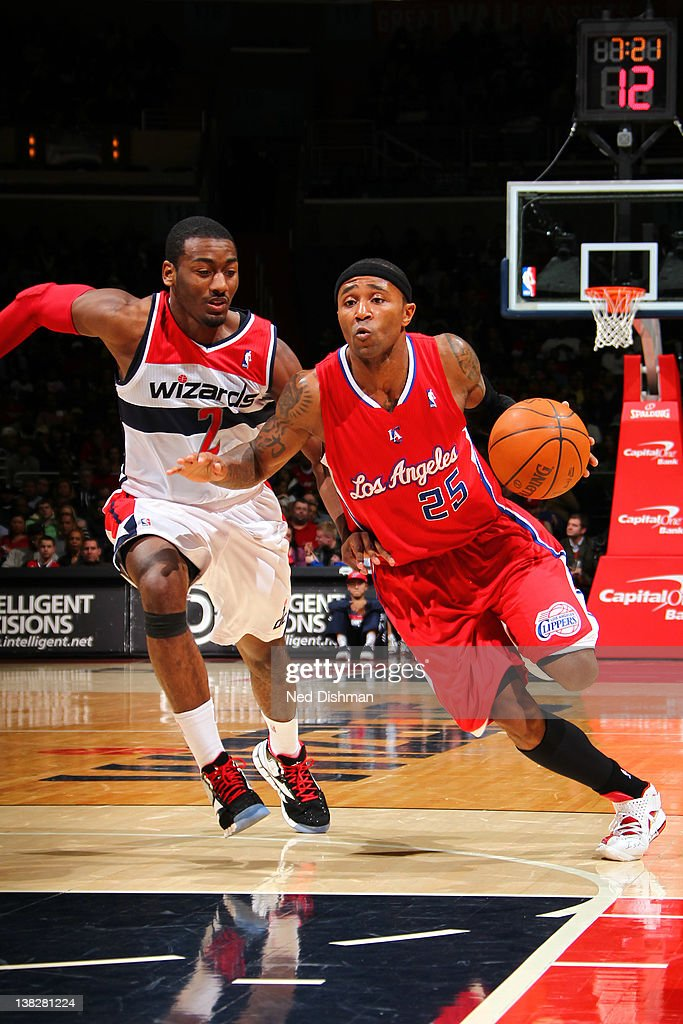 Mo Williams #25 of the Los Angeles Clippers drives against <a gi-track='captionPersonalityLinkClicked' href=/galleries/search?phrase=John+Wall&family=editorial&specificpeople=2265812 ng-click='$event.stopPropagation()'>John Wall</a> #2 of the Washington Wizards during the game at the Verizon Center on February 4, 2012 in Washington, DC.