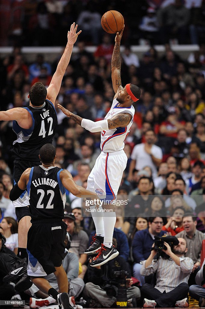 Mo Williams #25 of the Los Angeles Clippers shoots the jumper against <a gi-track='captionPersonalityLinkClicked' href=/galleries/search?phrase=Kevin+Love&family=editorial&specificpeople=4212726 ng-click='$event.stopPropagation()'>Kevin Love</a> #42 and <a gi-track='captionPersonalityLinkClicked' href=/galleries/search?phrase=Wayne+Ellington&family=editorial&specificpeople=2351537 ng-click='$event.stopPropagation()'>Wayne Ellington</a> #22 of the Minnesota Timberwolves at Staples Center on January 20, 2012 in Los Angeles, California.