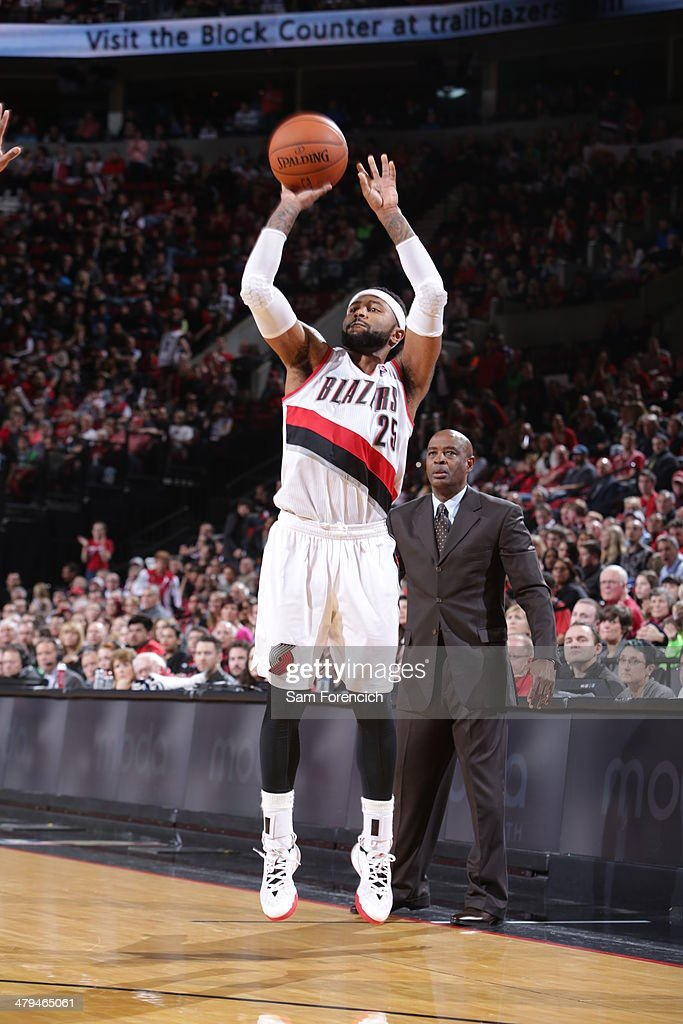 Mo Williams #25 of the Portland Trail Blazers shoots against the Milwaukee Bucks on March 18, 2014 at the Moda Center Arena in Portland, Oregon.