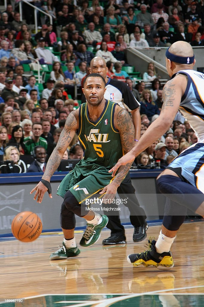 Mo Williams #5 of the Utah Jazz drives against <a gi-track='captionPersonalityLinkClicked' href=/galleries/search?phrase=Jerryd+Bayless&family=editorial&specificpeople=4216027 ng-click='$event.stopPropagation()'>Jerryd Bayless</a> #7 of the Memphis Grizzlies at Energy Solutions Arena on March 16, 2013 in Salt Lake City, Utah.