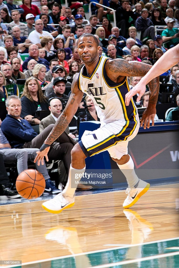 Mo Williams #5 of the Utah Jazz drives against the Houston Rockets at Energy Solutions Arena on November 19, 2012 in Salt Lake City, Utah.