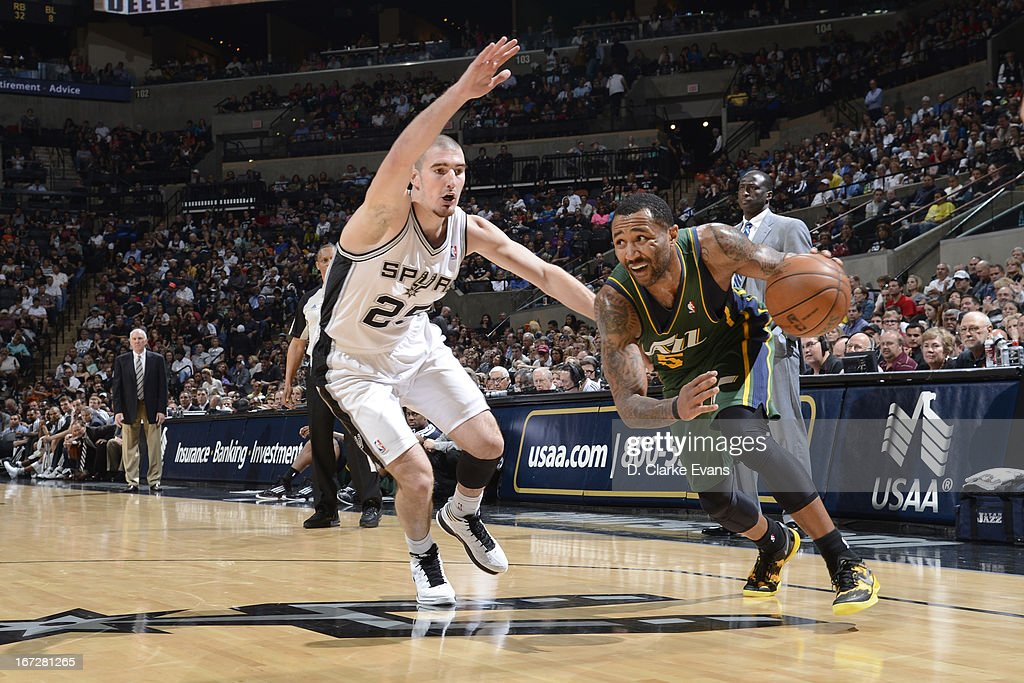 Mo Williams #5 of the Utah Jazz drives to the basket against the San Antonio Spurs on March 22, 2013 at the AT&T Center in San Antonio, Texas.
