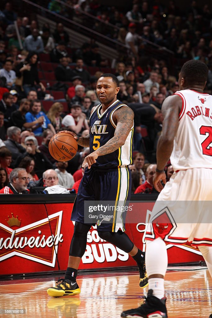 Mo Williams #5 of the Utah Jazz handles the ball against <a gi-track='captionPersonalityLinkClicked' href=/galleries/search?phrase=Nate+Robinson&family=editorial&specificpeople=208906 ng-click='$event.stopPropagation()'>Nate Robinson</a> #2 of the Chicago Bulls on March 08, 2013 at the United Center in Chicago, Illinois.