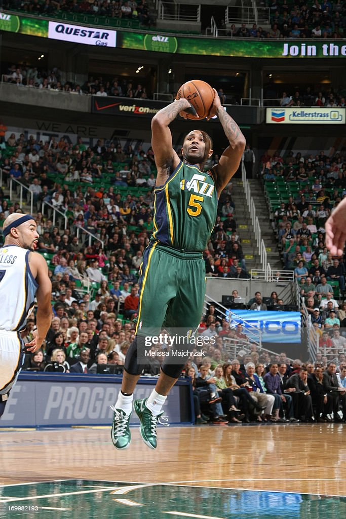 Mo Williams #5 of the Utah Jazz shoots against the Utah Jazz at Energy Solutions Arena on March 16, 2013 in Salt Lake City, Utah.