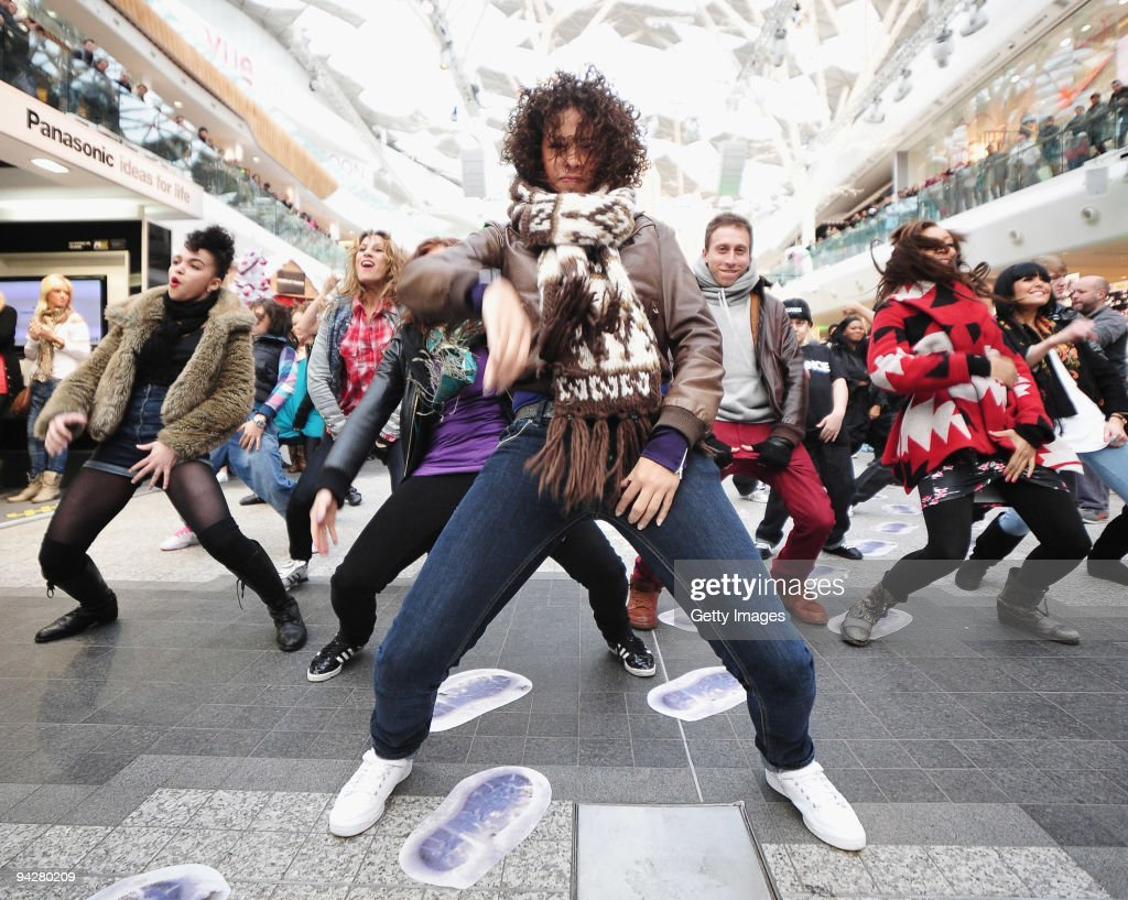 A Mo Bb Flash Mob Stock Photos And Pictures Getty Images