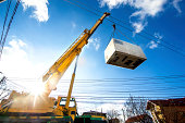 Mobile crane operating by lifting and moving an heavy electric generator