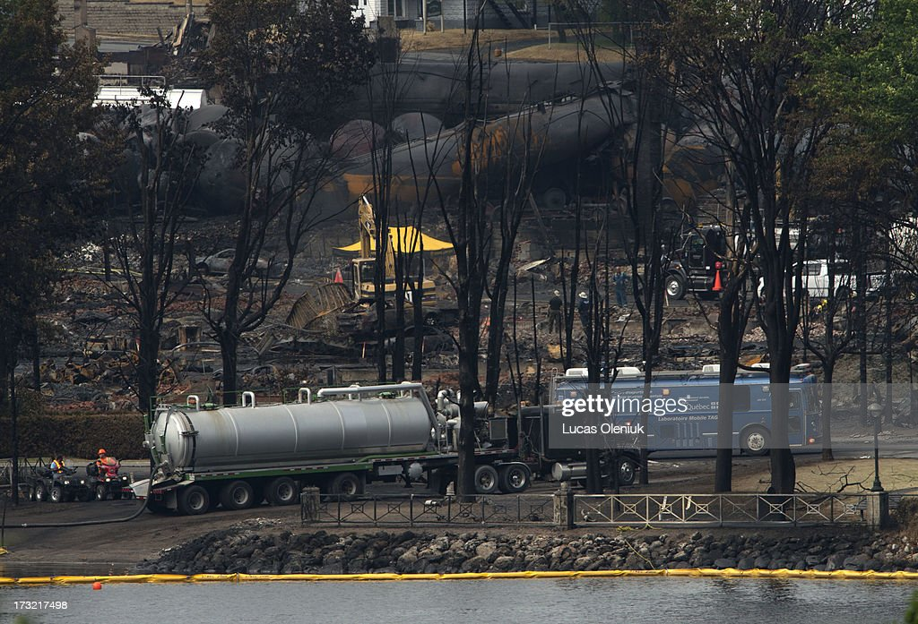 A mobile labratory operated between oil spill booms and the derailed train inLac-MÈgantic Tuesday afternoon. Saturday's derailment sent thousands of liters of crude into Lac-MÈgantic and down the ChaudiËre River threatening towns and ecosystems downstream.