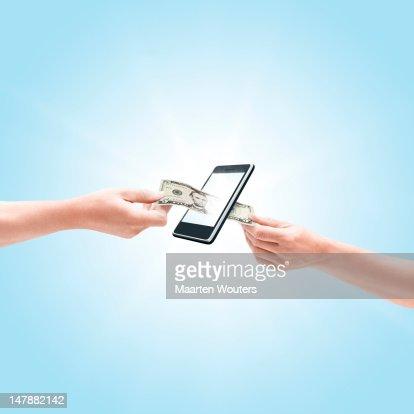 mobile life dollar handover : Stockfoto