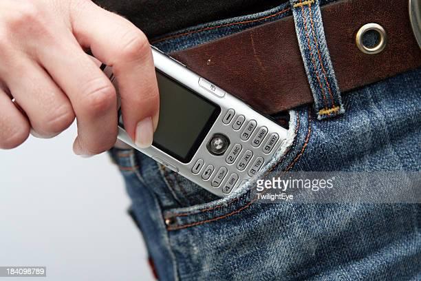 Téléphone portable dans la poche