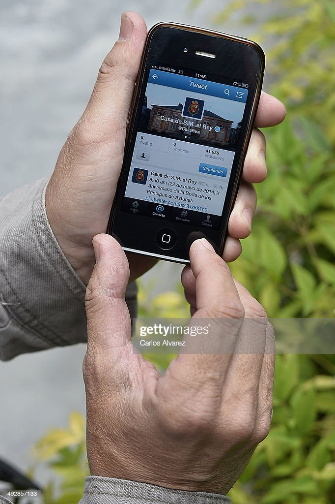 A mobile phone shows the new Twitter account by Spanish Royalty on May 22, 2014 in Madrid, Spain. The account was unveiled on May 21, 2014.