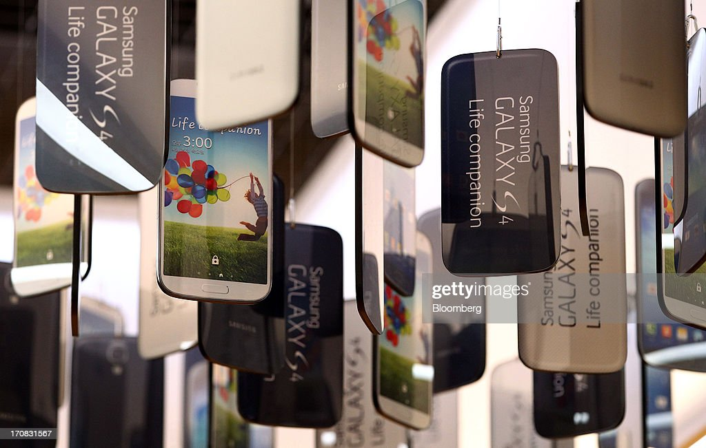 Mock models of Samsung Electronics Co. Galaxy S4 smartphones are displayed at the Samsung d'light store in Seoul, South Korea, on Tuesday, June 18, 2013. Facebook Inc. Chief Executive Officer Mark Zuckerberg, seeking to boost advertising sales from mobile devices, discussed potential partnerships with Samsung Electronics Co., according to the head of the South Korean companys handset division. Photographer: SeongJoon Cho/Bloomberg via Getty Images