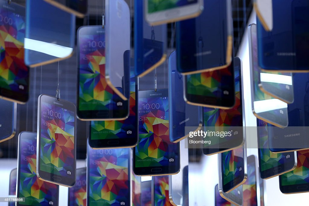 Mock models of the Samsung Electronics Co. Galaxy S5 smartphone are displayed at the company's d'light store in Seoul, South Korea, on Monday, July 7, 2014. Samsung Electronics is scheduled to report operating profit and sales figures on July 8. Photographer: SeongJoon Cho/Bloomberg via Getty Images