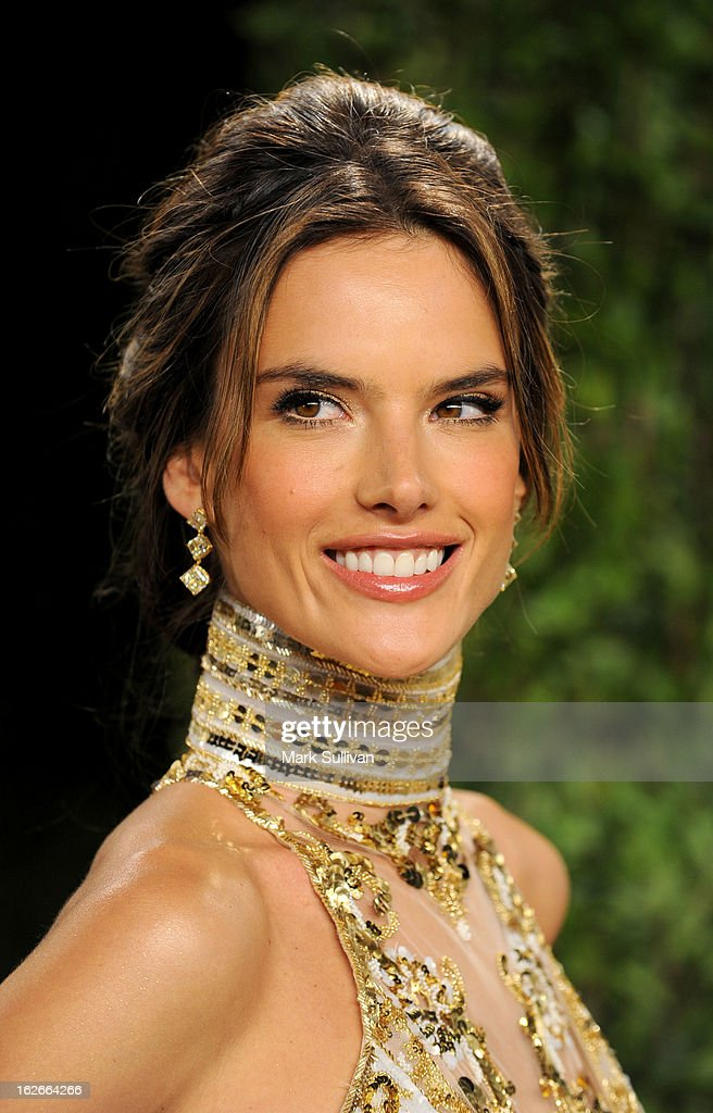 Model Alessandra Ambrosio arrives at the 2013 Vanity Fair Oscar Party at Sunset Tower on February 24, 2013 in West Hollywood, California.