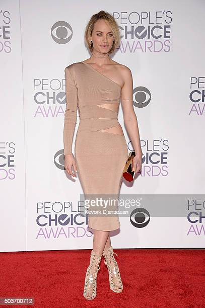 Model Amber Valletta attends the People's Choice Awards 2016 at Microsoft Theater on January 6 2016 in Los Angeles California