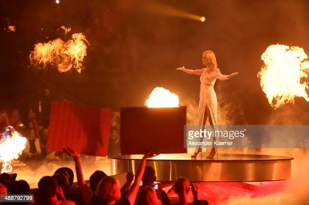 Model and presenter Heidi Klum is pictured during the final of Germany's Next Top Model«TV show at Lanxess Arena on May 8 2014 in Cologne Germany The...