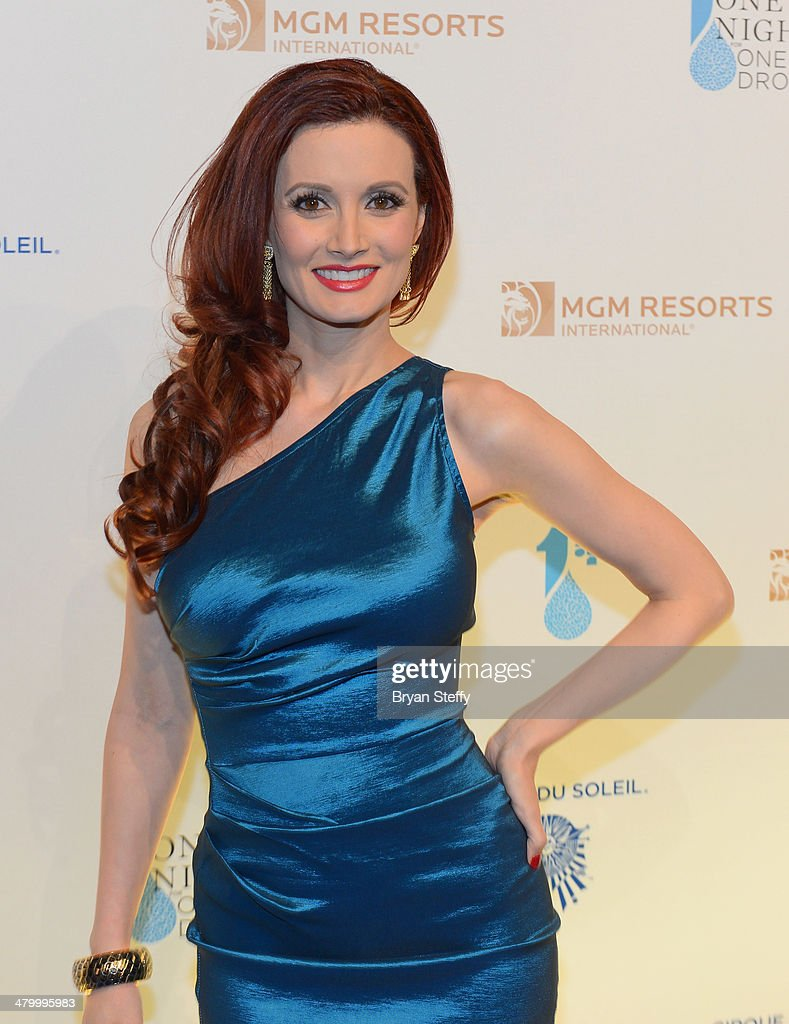Model and television personality <a gi-track='captionPersonalityLinkClicked' href=/galleries/search?phrase=Holly+Madison&family=editorial&specificpeople=227275 ng-click='$event.stopPropagation()'>Holly Madison</a> arrives at the 2nd annual 'One Night for One Drop' at Aureole Las Vegas at the Mandalay Bay Resort and Casino on March 21, 2014 in Las Vegas, Nevada.