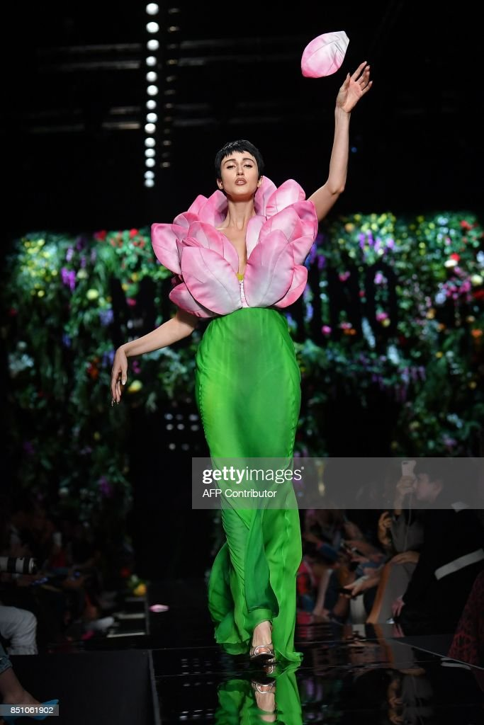 Model Anna Cleveland presents a creation for fashion house Moschino during the Women's Spring/Summer 2018 fashion shows in Milan, on September 21, 2017. / AFP PHOTO / Marco BERTORELLO