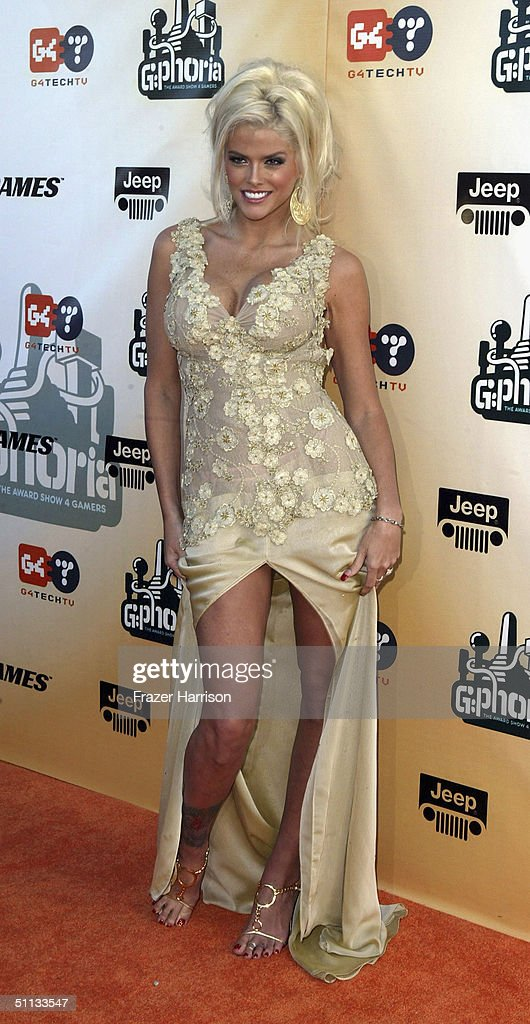 Model <a gi-track='captionPersonalityLinkClicked' href=/galleries/search?phrase=Anna+Nicole+Smith&family=editorial&specificpeople=156420 ng-click='$event.stopPropagation()'>Anna Nicole Smith</a> arrives at G-Phoria - The Award Show 4 Gamers held on July 31, 2004 at the Shrine Auditorium, in Los Angeles, California.
