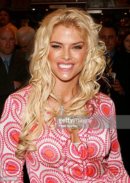 Model Anna Nicole Smith signs autographs at Grand Central Station to kick off the new National Enquirer magazine on April 7 2005 in New York City