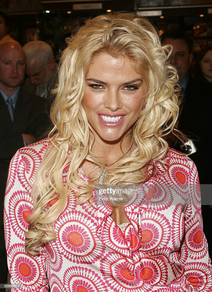 Model <a gi-track='captionPersonalityLinkClicked' href=/galleries/search?phrase=Anna+Nicole+Smith&family=editorial&specificpeople=156420 ng-click='$event.stopPropagation()'>Anna Nicole Smith</a> signs autographs at Grand Central Station to kick off the new National Enquirer magazine on April 7, 2005 in New York City.