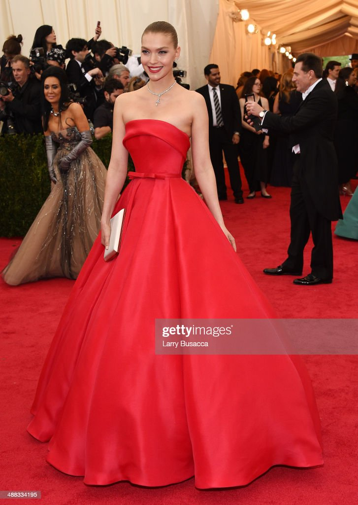 Model Arizona Muse attends the 'Charles James: Beyond Fashion' Costume Institute Gala at the Metropolitan Museum of Art on May 5, 2014 in New York City.