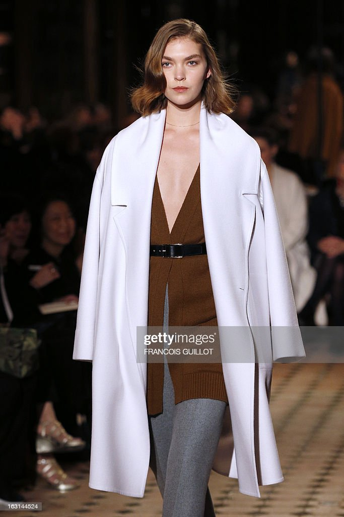 US model Arizona Muse presents a creation for Hermes during the Fall/Winter 2013-2014 ready-to-wear collection show, on March 5, 2013 in Paris.