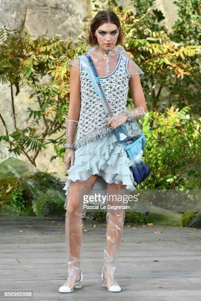 Model Arizona Muse walks the runway during the Chanel Paris show as part of the Paris Fashion Week Womenswear Spring/Summer 2018 on October 3 2017 in...
