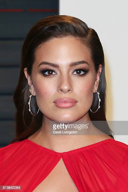 Model Ashley Graham arrives at the 2016 Vanity Fair Oscar Party Hosted by Graydon Carter at the Wallis Annenberg Center for the Performing Arts on...