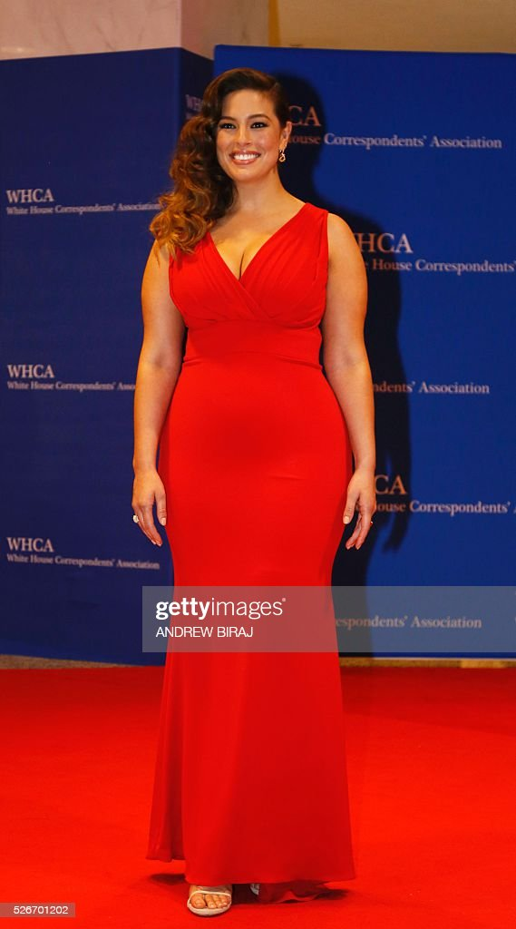 Model Ashley Graham arrives for 102nd White House Correspondents' Association Dinnerin Washington, DC, on April 30, 2016. / AFP / Andrew Biraj