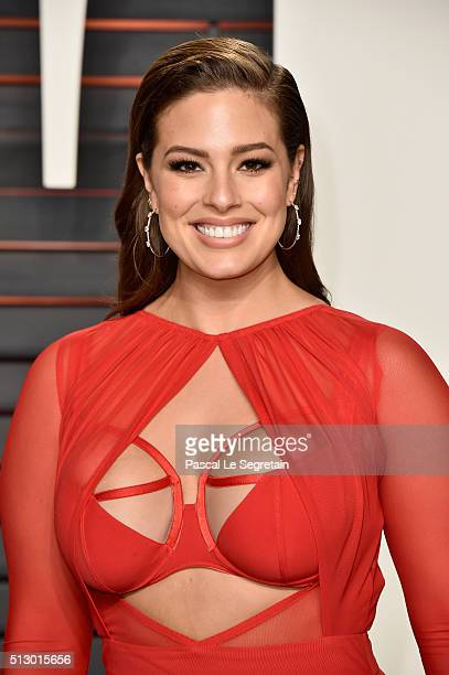 Model Ashley Graham attends the 2016 Vanity Fair Oscar Party Hosted By Graydon Carter at the Wallis Annenberg Center for the Performing Arts on...