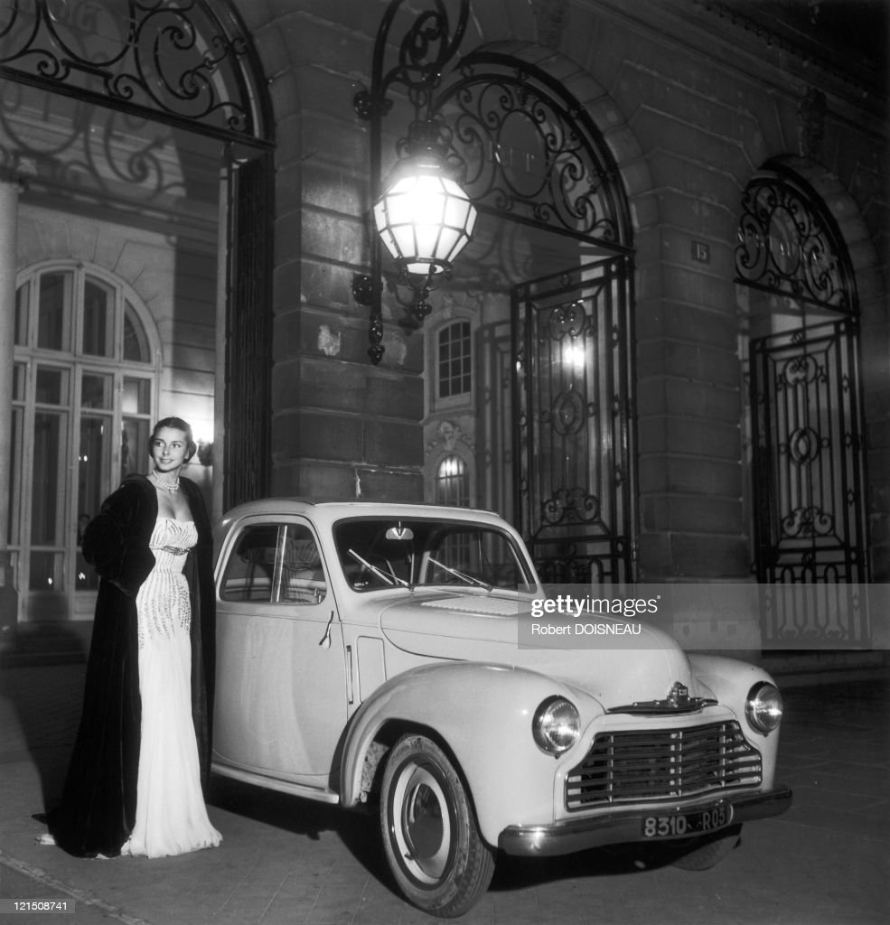 A Model At The Hotel Ritz In 1948
