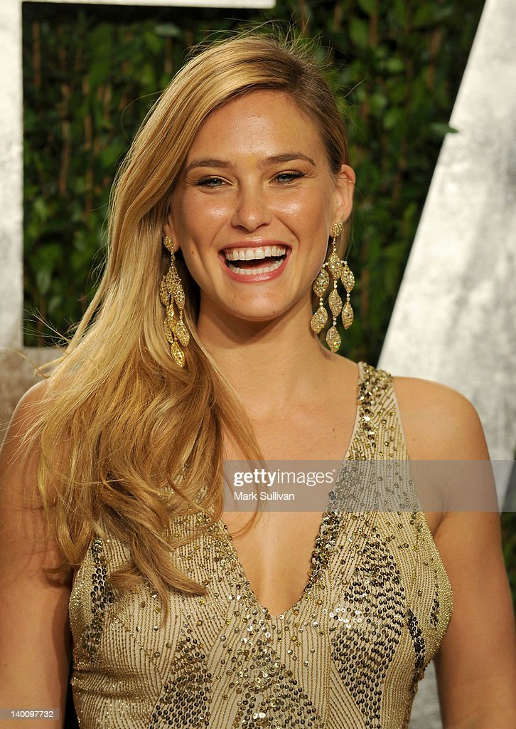 Model <a gi-track='captionPersonalityLinkClicked' href=/galleries/search?phrase=Bar+Refaeli&family=editorial&specificpeople=468932 ng-click='$event.stopPropagation()'>Bar Refaeli</a> arrives at the 2012 Vanity Fair Oscar Party hosted by Graydon Carter at Sunset Tower on February 26, 2012 in West Hollywood, California.