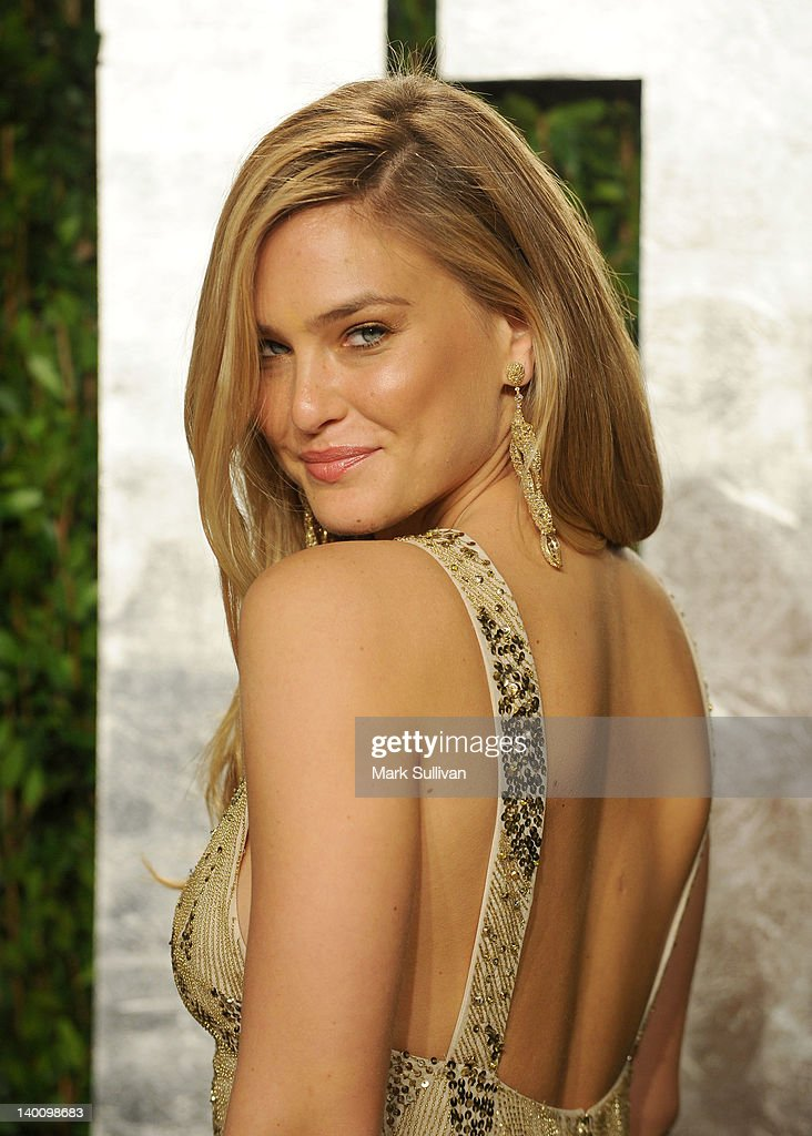 Model Bar Refaeli arrives at the 2012 Vanity Fair Oscar Party hosted by Graydon Carter at Sunset Tower on February 26, 2012 in West Hollywood, California.