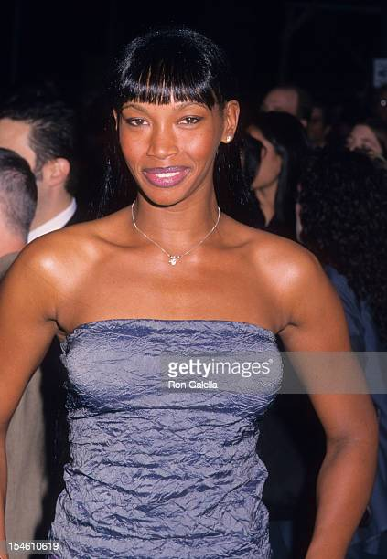 Model Beverly Peele attends the premiere of 'Notting Hill' on May 13 1999 at the Ziegfeld Theater in New York City