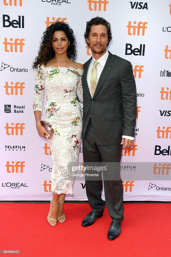 model-camila-alves-and-actor-matthew-mcconaughey-attend-the-sing-picture-id602990420