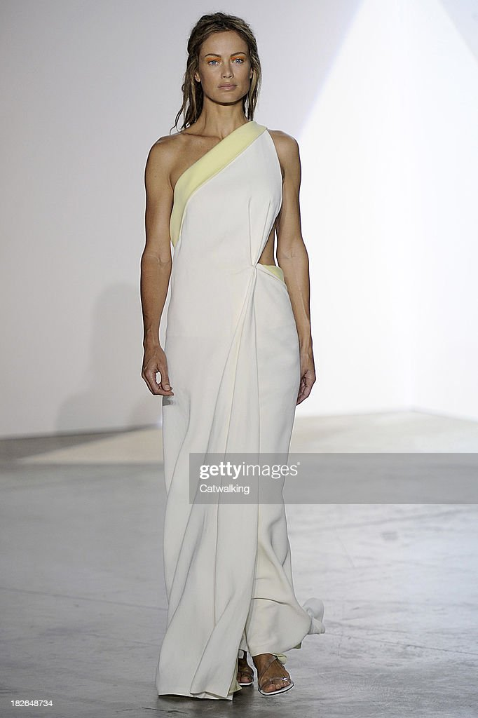 Model Carolyn Murphy walks the runway at the Vionnet Spring Summer 2014 fashion show during Paris Fashion Week on October 2, 2013 in Paris, France.