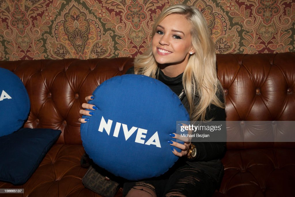 Model Chelsea Blythe attends Nivea Kiss Lounge For AMA Weekend Inside - Day 2 on November 18, 2012 in Los Angeles, California.