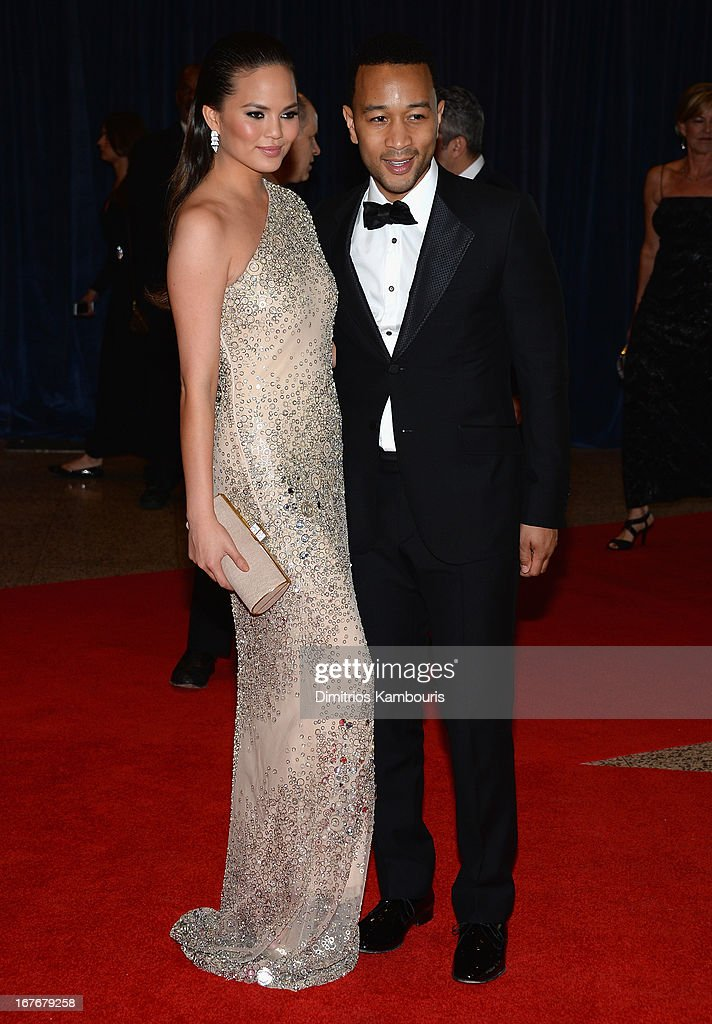 Model Chrissy Teigen (L) and musician John Legend attends the White House Correspondents' Association Dinner at the Washington Hilton on April 27, 2013 in Washington, DC.